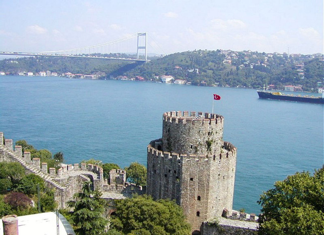 Bosphorus Cruise with Asian Side Fortress of Europe